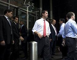 Quang cảnh trước cửa trụ sở ngân hàng Lejman Brothers tại New York. Ảnh: AFP.