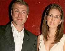Tỷ phú Abramovich và cô bạn gái Dana Zhukova. Ảnh: Daily Mail.