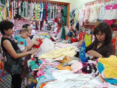 Thị trường quần áo trẻ em rất đa dạng mẫu mã và chủng loại