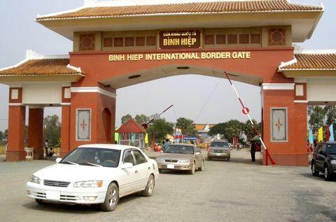 Cửa khẩu quốc tế Bình Hiệp trong ngày khai trương.