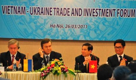 Chủ tịch nước Nguyễn Minh Triết cùng Tổng thống Ukraine Victor Yanukovych. Ảnh: TB