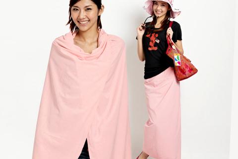 Váy chống nắng có tác dụng chống tia cực tím được quảng cáo là hàng ngoại nhập cũng là mặt hàng được nhiều người để ý trong những ngày nắng nóng. Ảnh: S.T