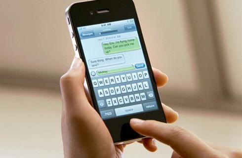 Giá iPhone 4S của nhà mạng rẻ hơn thị trường xách tay.