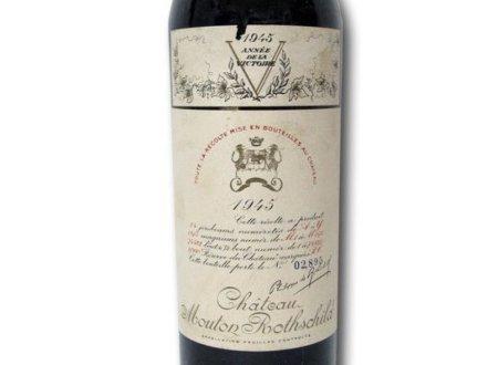 Năm 1997, một doanh nhân ẩn danh đã mua chai rượu Chateau Mouton Rothschild 1945 với giá 114.614 USD tại nhà đấu giá Christie's, London. Đây được xem là một trong những loại rượu vang ngon nhất của thế kỷ trước.