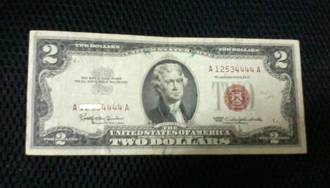 Những tờ 2 USD seri tứ quý có giá lên tới 2,5 triệu đồng.