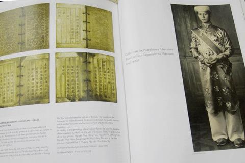 Hình ảnh cuốn sách vàng (trái) và đức vua Thiệu Trị (phải) trên poster đấu giá.