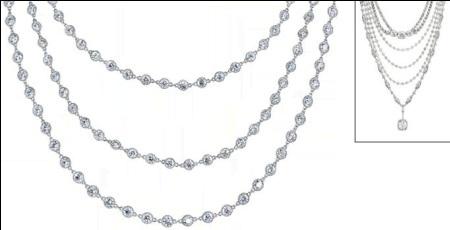 Neil Lane được hình thành từ 6 vòng dây xếp theo thứ tự và độ dài tỷ lệ, tổng thể trọng lượng nặng 140 carat, bao gồm kim cương hình quả lê và giọt lệ xếp xen kẽ. Lõi dây chuyền làm từ bạch kim tinh khiết dát mỏng, nâng độ sang trọng và tổng giá trị trang sức lên 4 triệu USD.