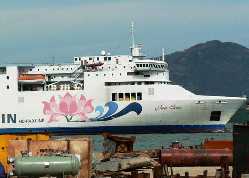 Tàu Hoa Sen nghìn tỷ vẫn nằm phơi bãi