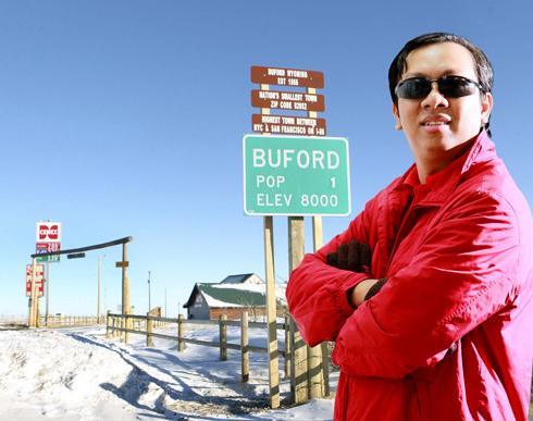 Với việc chuyển giao sở hữu thị trấn, ông Phạm Đình Nguyên chính thức trở thành tân thị trưởng Buford của Mỹ. Ảnh do ông Nguyên cung cấp.