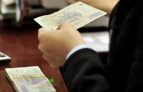 Nhiều ý kiến cho rằng cần một chính sách tiền tệ thông thoáng hơn để cứu doanh nghiệp. Ảnh: Hoàng Hà