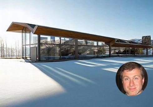 Ông cũng là chủ nhân của một trang trại tại Aspen, bang Colorado (Mỹ) trị giá 40 triệu USD. Tại đây, ông cho xây dựng một sân trượt băng.