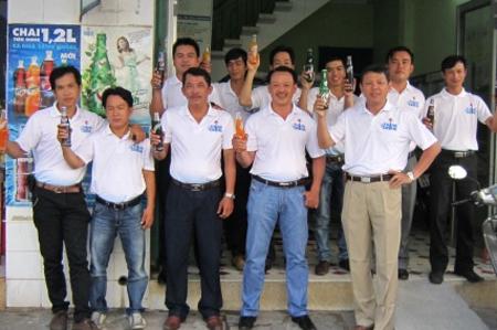 """Nhân viên Công ty PepsiCo Việt Nam tại Nha Trang cùng ra quân, ghé thăm các """"Cửa hàng bán lẻ vì môi trường""""."""