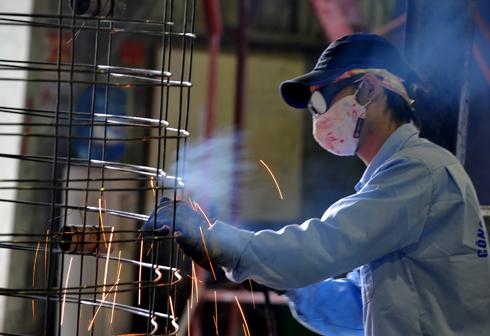 Nguy cơ thất nghiệp gia tăng khi doanh nghiệp giải thể, phá sản ngày một nhiều.
