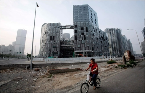 Bất động sản là một trong hai lĩnh vực có nhiều công ty 'zombie' nhất Trung Quốc. Ảnh: Xinhua