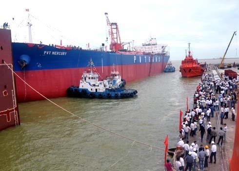 Tàu có chiều dài 245m, rộng 43m, chiều cao mạn 20m được thiết kế theo tiêu chuẩn của Ba Lan do Công ty Đăng kiểm quốc tế VR, ABS (Mỹ) giám sát quản lý chất lượng với tổng vốn ban đầu khoảng hơn 1.200 tỷ đồng (khoảng 50 triệu USD). Sau hơn 5 năm thi công ì ạch lại gặp bão số 9 gây thiệt hại nặng, đến cuối năm 2011, Vinashin tổ chức hạ thủy chiếc tàu chở dầu thô trọng tải lớn nhất được đóng mới tại Việt Nam.