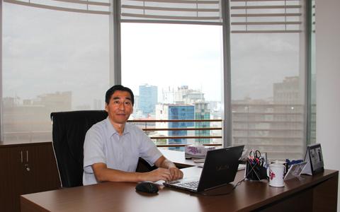 chân dung là Mr Nobuo Higashi - đại diện pháp lý của Công ty.