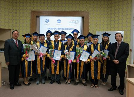 Hoc viên tốt nghiệp và nhận bằng  FIATA Diploma in International Freight Management.