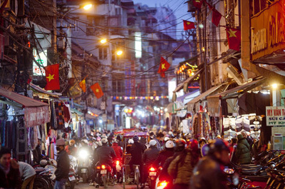 Chính phủ yêu cầu quyết liệt kiềm chế lạm phát trong dịp Tết. Ảnh: Bloomberg