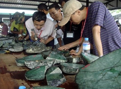 myanmar 4 1367511296 500x0 Tìm hiểu về mỏ vàng tài nguyên tại Myanmar