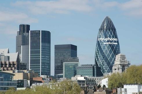 Quận Tài chính ở London. Ảnh: CNBC