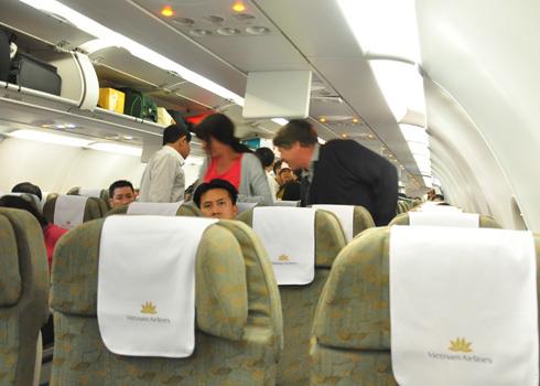 Hành khách nên cẩn thận với hành lý xách tay của mình khi lên máy bay. Ảnh minh họa: Kiên Cường