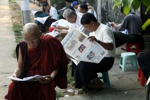 myanmar news 2 490 1367511698 500x0 Báo chí tư nhân tái xuất ở Myanmar trong thời gian tới