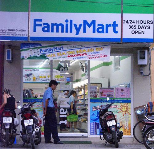 family-mart-1372041713_500x0.jpg