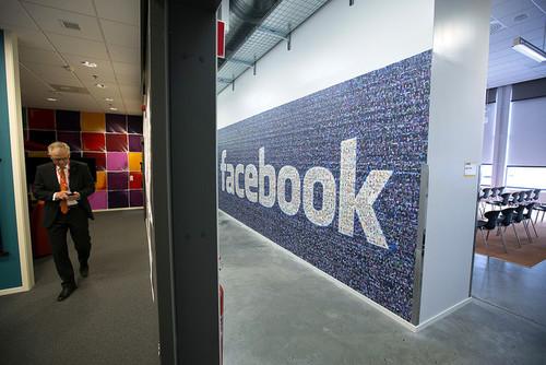 facebook-1375346042_500x0.jpg