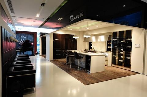 Khong-gian-bep-tai-showroom-cu-2396-4720