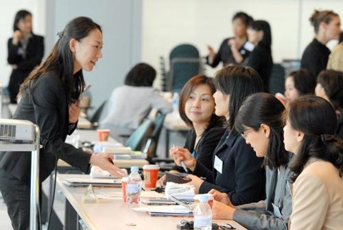 women japan 9917 1379667523 Phụ nữ chính là đối tượng nắm chìa khóa hồi sinh kinh tế Nhật