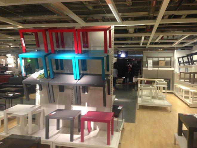 Bên trong cửa hàng nội thất khổng lồ của IKEA
