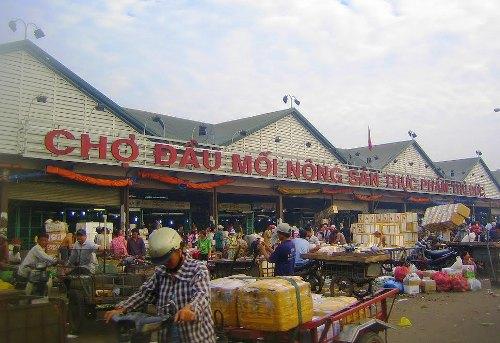 Đại gia địa ốc sống nhờ nông nghiệp, quản lý chợ
