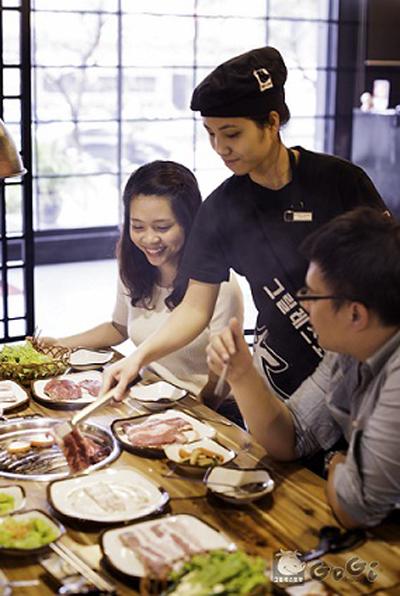 Không gian của nhà hàng GoGi House
