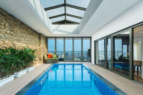 Bên trong penthouse cao cấp có bể bơi trong nhà