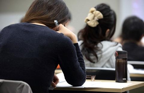 phu nu nhat ban 9003 1401611234 Phụ nữ Nhật Bản đua nhau lên sàn chứng khoán