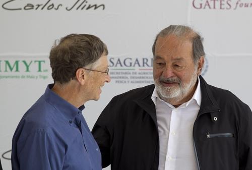 SLIM GATES 5942 1405503133 Bill Gates lại mất ngôi giàu nhất thế giới về tay Carlos Slim Helú
