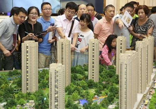 Dân Trung Quốc biểu tình vì nhà trượt giá