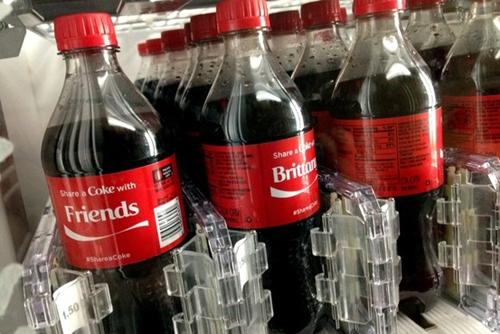 Coca Cola bội thu nhờ in tên lên nhãn chai
