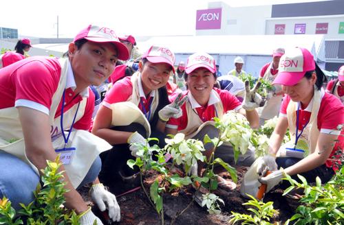Gần 1.000 người tham dự ngày hội trồng cây Aeon