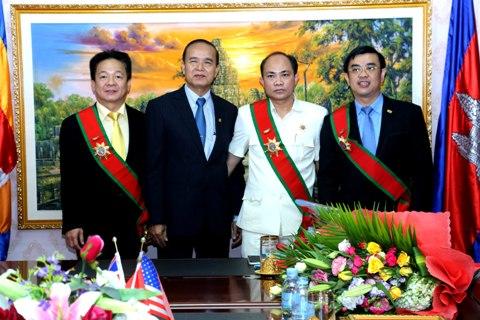 Lãnh đạo SHB nhận Huân chương hàm Đại tướng quân