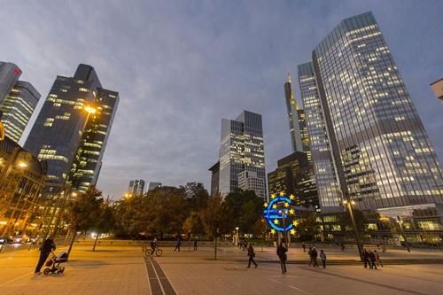 euro 9346 1414397807 25 ngân hàng châu Âu được liệt kê vào danh sách yếu kém