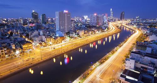 RiverGate nằm tại mặt tiền đường Bến Vân Đồn, mang đến cho các căn hộ hướng nhìn trực diện khu trung tâm thành phố. Thông tin dự án: 0908681155 - 0933729898.