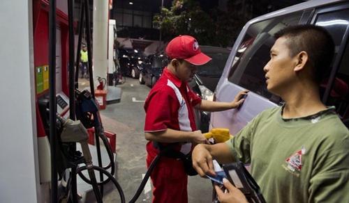 Indonesia tăng giá xăng thêm 30%