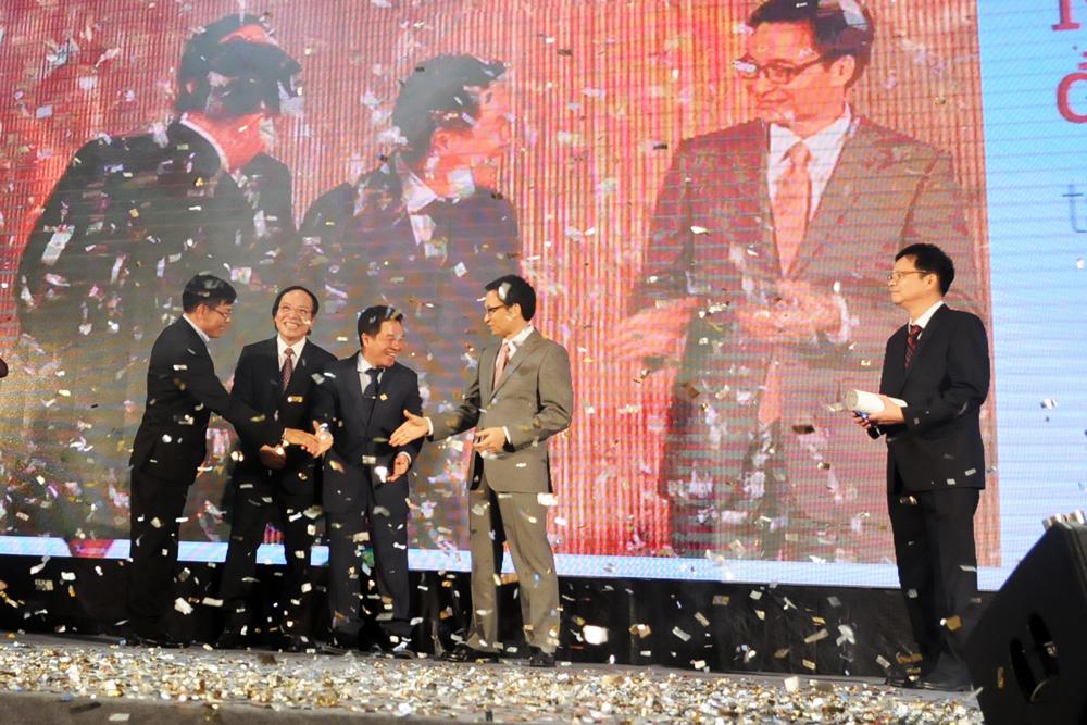Phó thủ tướng Vũ Đức Đam chúc mừng Sacombank và các ngân hàng Top 3 My Ebank