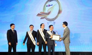 Phó thủ tướng Vũ Đức Đam trao danh hiệu My Ebank 2014 cho Chủ tịch Sacombank - Kiều Hữu Dũng