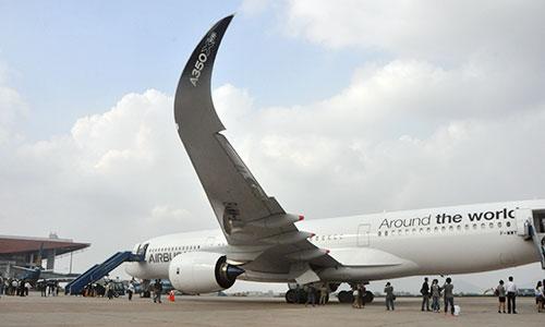 Airbus trình diễn máy bay mới A350 tại Hà Nội