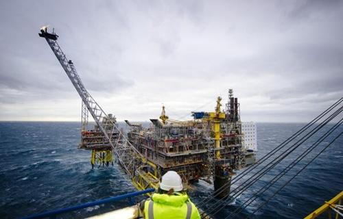 oil 5536 1417842553 Hàng trăm dự án khai thác dầu khí nguy cơ đình trệ