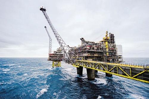 Giá dầu giảm có lợi cho toàn cầu