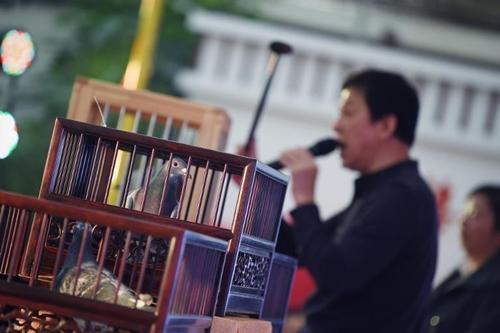 Doanh nhân Trung Quốc rộ mốt chơi chim đua