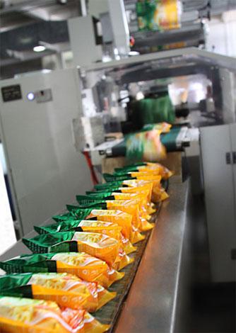 Dây chuyền sản xuất mì Ba Miền tự động tại nhà máy.